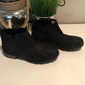 Sorel Boots size 9 black $120